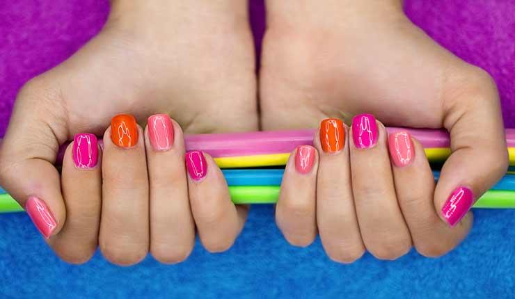 Gel et couleur pour ongles