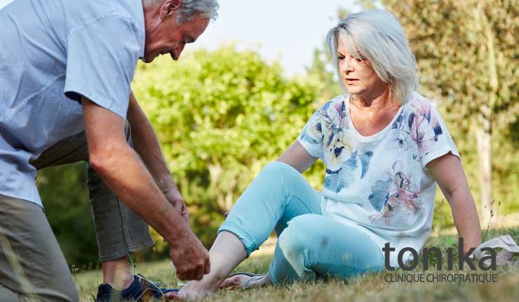 personne âgée et chiropraticien